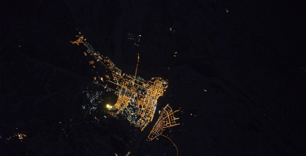 Вид ночного Благовещенска из космоса