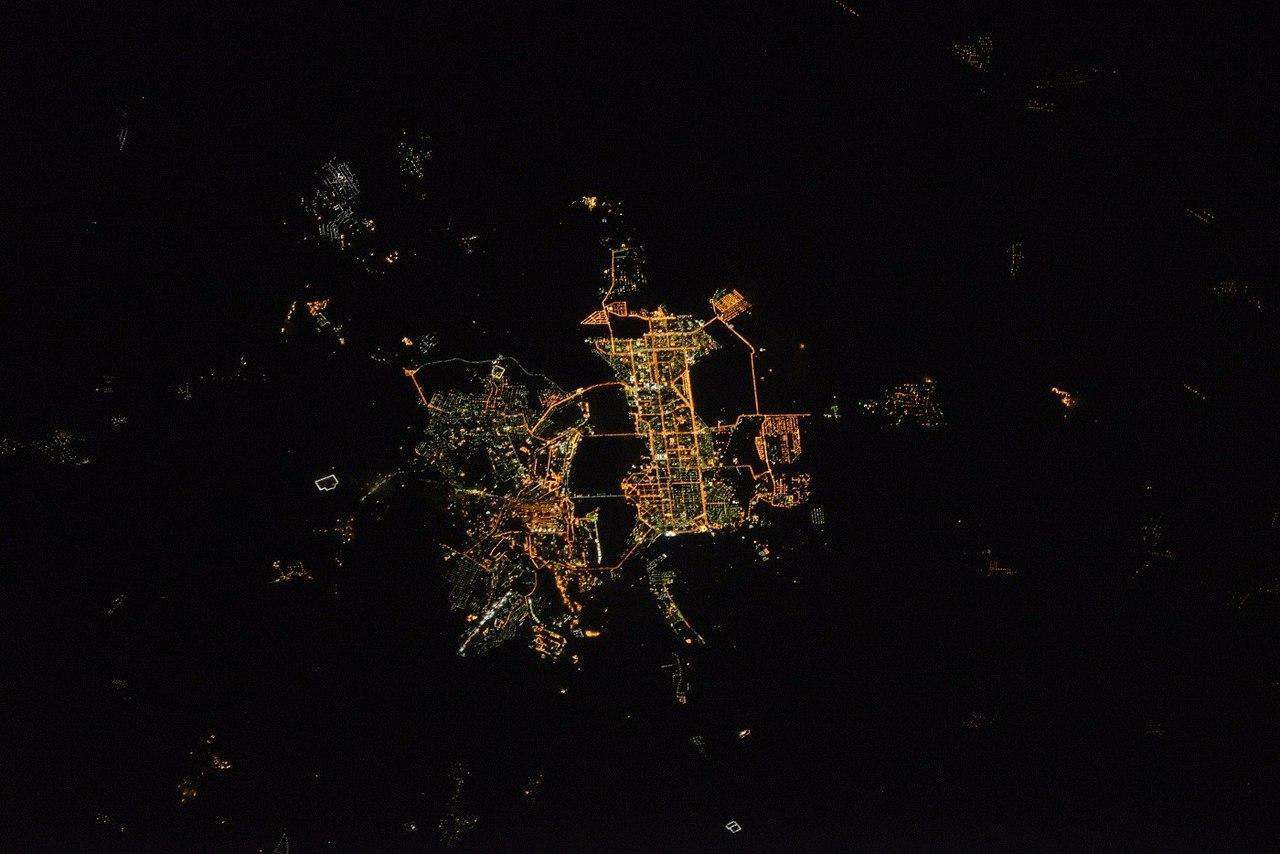 Магнитогорск ночью из космоса