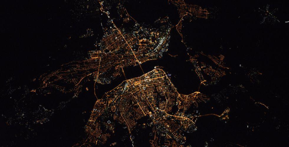 Вид ночного Днепра из космоса