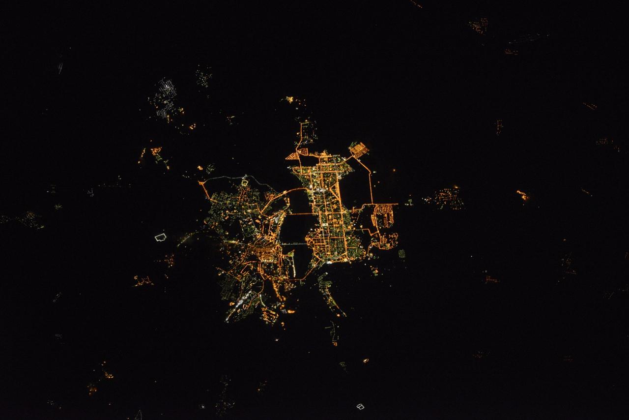 Вид ночного Магнитогорска из космоса