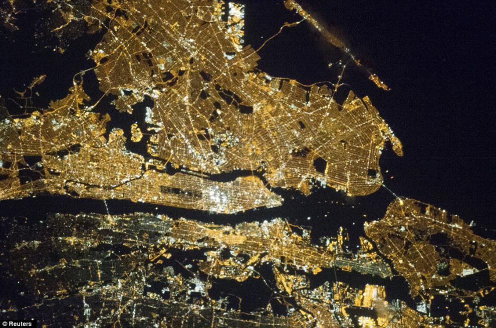 Нью-Йорк ночью из космоса