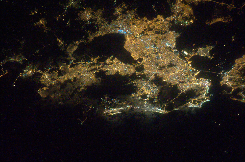 Рио-де-Жанейро ночью из космоса
