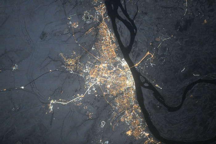 Вид ночного Волгограда из космоса