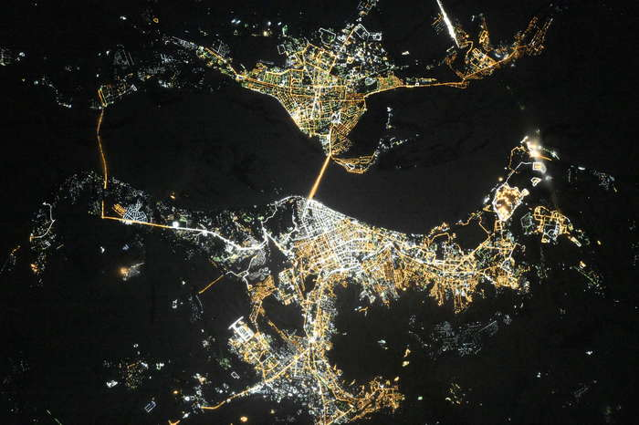 Саратов и Энгельс ночью из космоса