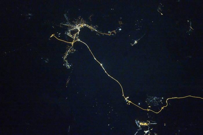 Крымский мост ночью из космоса