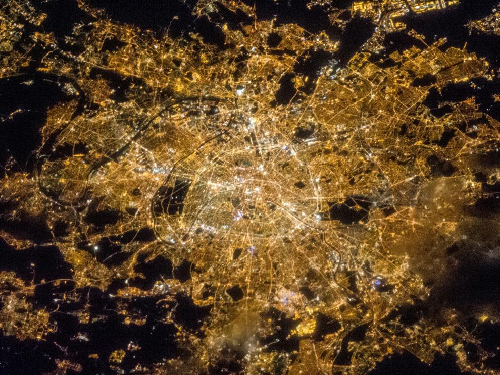 Париж ночью из космоса