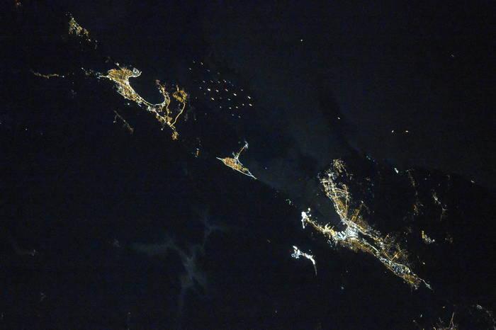 Геленджик и Новороссийск ночью из космоса