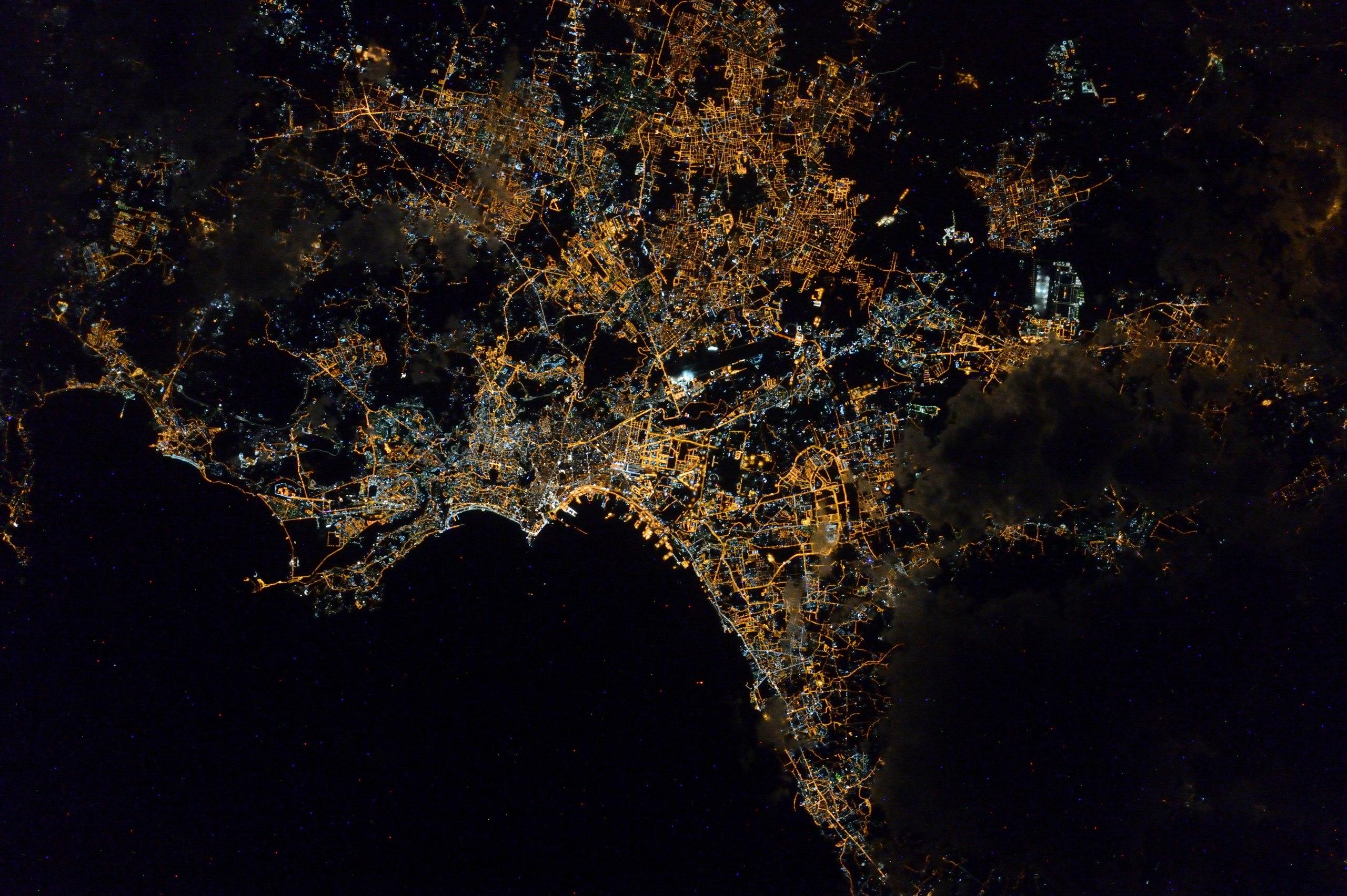 Неаполь ночью из космоса