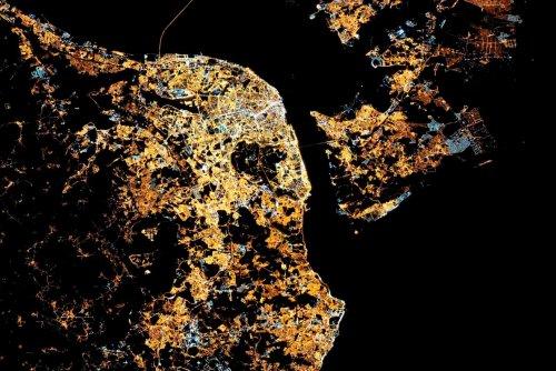 Лиссабон ночью из космоса