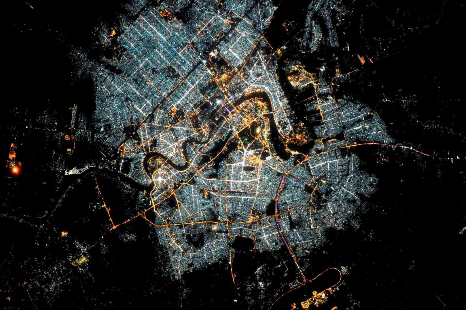 Багдад ночью из космоса