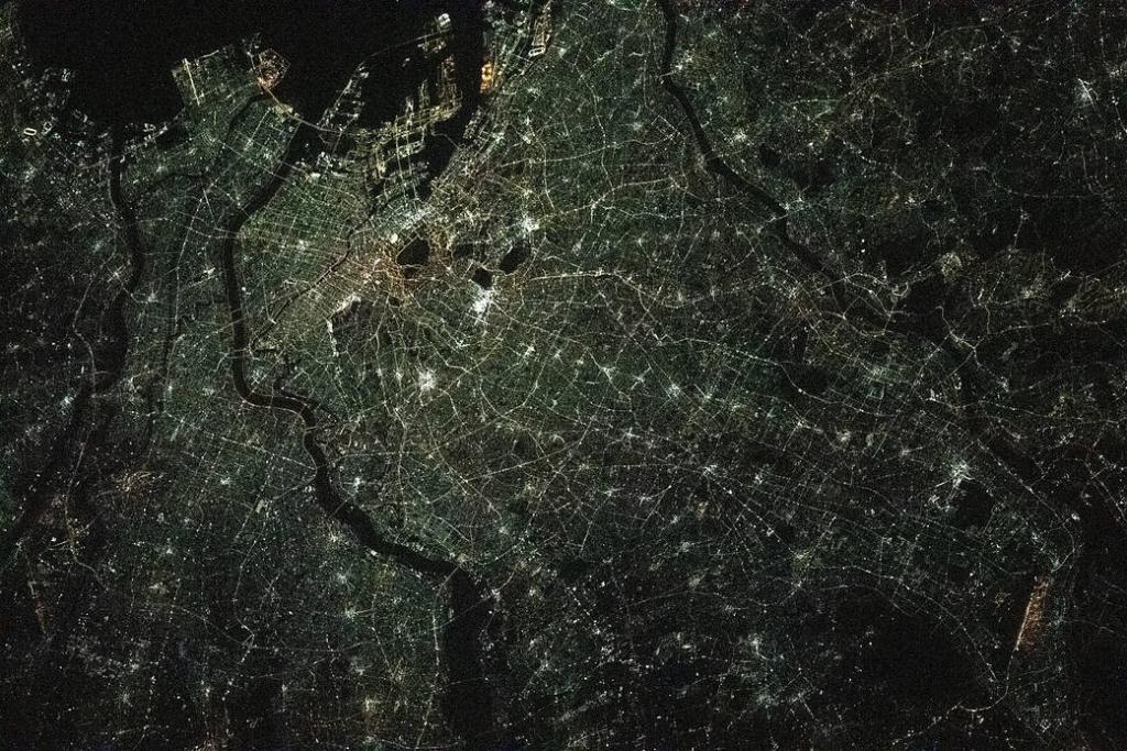 Токио ночью из космоса